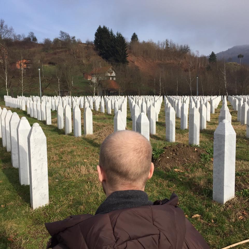 Begravningsplatsen i Srebenica